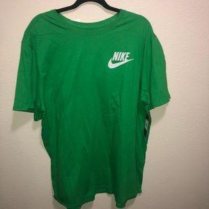 Green Nike shirt short sleeve active wear